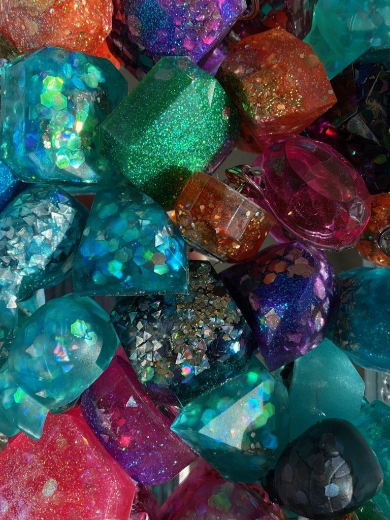 cast resin glitter pin class
